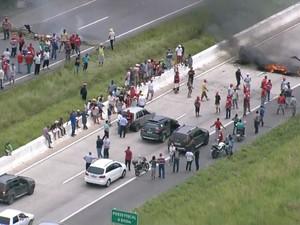 Rodovias de Pernambuco ficarão fechadas até o meio dia, diz MST (Foto: Reprodução/TV Globo)