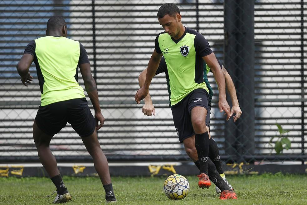 Renan Gorne não vem sendo aproveitado no elenco principal (Foto: Vitor Silva/SSPress/Botafogo)