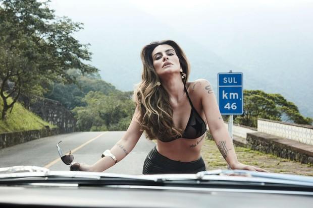Biquíni Adriana Degreas | Saia Balmain na NK Store | Brincos Cine 732 | Pulseira Eleonora Hsiung (Foto: BOB WOLFENSON)
