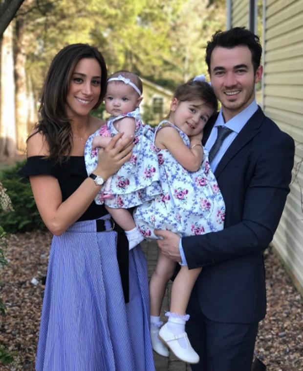 Kevin Jonas e família (Foto: Reprodução/Instagram)