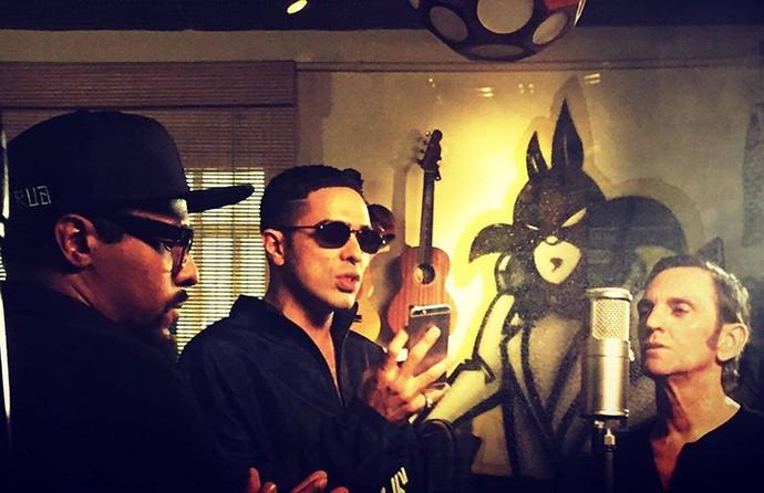 Black Alien, Don L e Paulo Micklos nos bastidores da gravação (Foto: Divulgação)