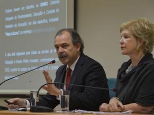 Os ministros Aloizio Mercadante e Marta Suplicy durante o lançamento do evento (Foto: Marcello Casal Jr/ABr)