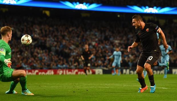 Gol diante do Manchester City, em 2014, o tornou o jogador mais velho a marcar na Champions League (Foto: Getty Images)