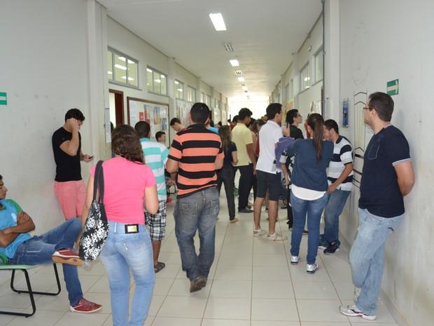 Estudantes antes de começarem as provas do vestibular da UFT (Foto: Thomás Müller/Dicom - UFT)