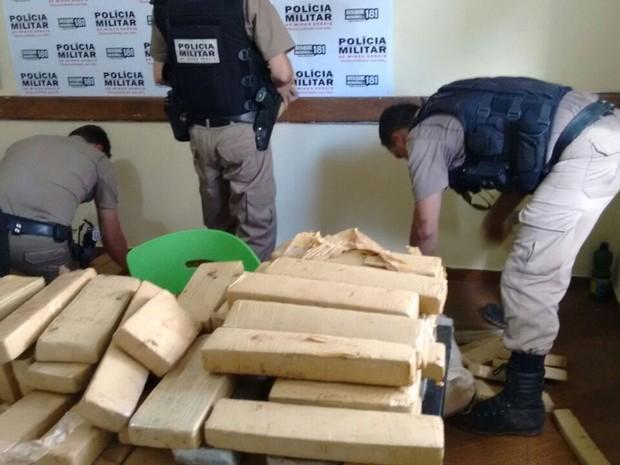 Drogas estavam em casa no Bairro Morada Nova (Foto: Polícia Militar/Divulgação)