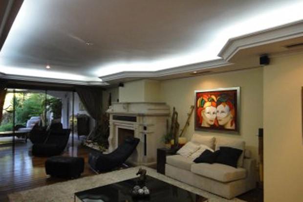 Sala da casa de Roger Abdelmassih em Assunção, no Paraguai (Foto: Divulgação)