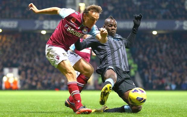 Mario Balotelli na partida do Manchester CIty contra o West Ham (Foto: Getty Images)