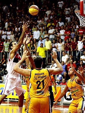 Marcelinho na partida do Flamengo e São José NBB basquete (Foto: Márcio Alves / Ag. O Globo)