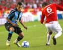 Na Memória: Souza brilha na vitória do Grêmio sobre o Inter em 2009