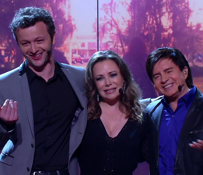 Ao fim da apresentação, família convida Sandy a subir ao palco (Foto: TV Globo)