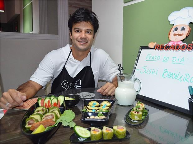 O farmacêutico Maurílio Cazarim criou uma série de pratos que podem ser preparados para os jogos da Copa (Foto: Michel Montefeltro/ G1)