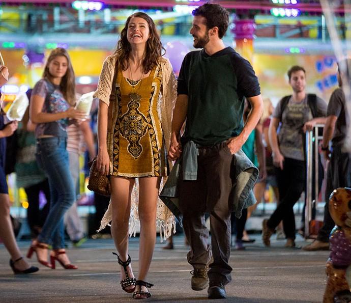 Camila e Giovanni no parque de diversões (Foto: Fabiano Battaglin/Gshow)