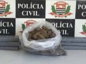 Mais de 20 quilos de maconha foram apreendidos  (Foto: Reprodução TV TEM)