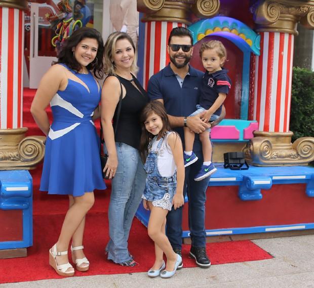 Marcos e família (Foto: Thiago Duran/Agnews)