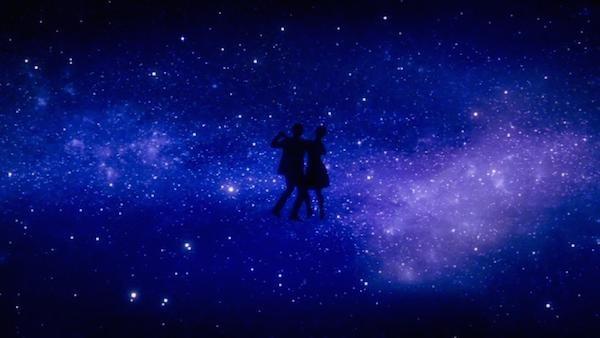 A cena de La La Land que teria sido filmada com dublês no lugar de Emma Stone e Ryan Gosling (Foto: Reprodução)