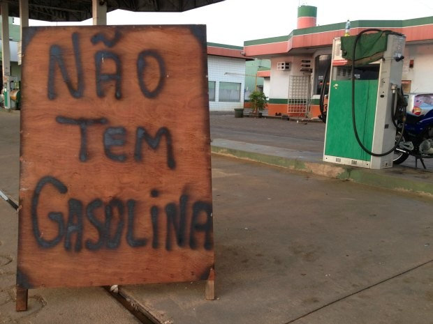 Seca do Rio Madeira acarreta falta de combustível em Porto Velho (Foto: Ivanete Damasceno/G1)