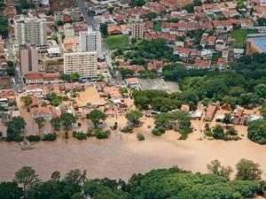 Enchente no Rio Piracicaba em janeiro de 2011 (Foto: Christiano Diehl Neto/Acervo pessoal)
