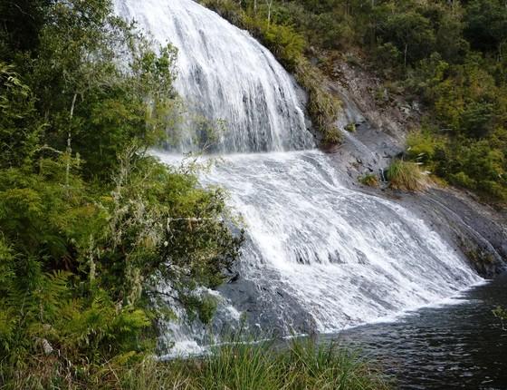 Cachoeira do Parque Nacional de São Joaquim. A área ameaçada por uma medida provisória tem grande valor turístico (Foto: Marc Dourojeanni)