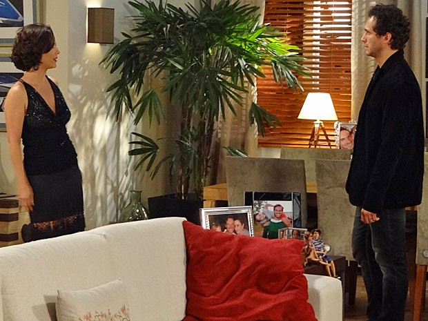 Por causa do vexame, Manoela e Fábio discutem mais uma vez (Foto: Guerra dos Sexos / TV Globo)