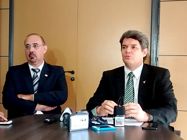 O diretor do DFTrans, Clóvis Barbará, e o secretario de Mobilidade do DF, Carlos Tomé (Foto: Lucas Nanini/G1)