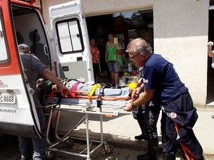 Homem sofre descarga elétrica em Leopoldina (Foto: Júlio Cabral/O Vigilante Online)