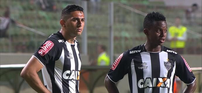 Danilo; Cazares; Atlético-MG (Foto: Reprodução/ SporTV)