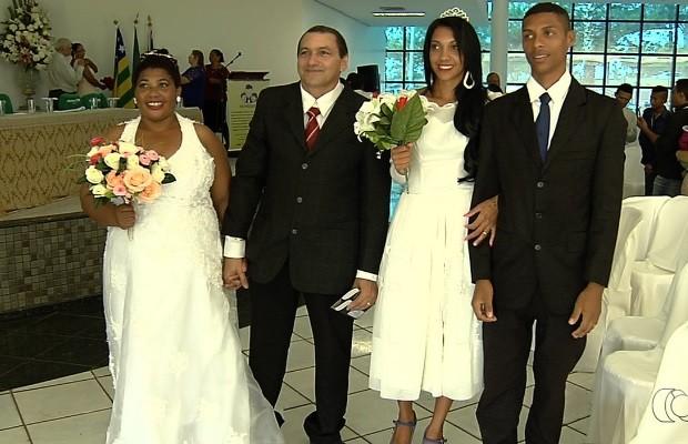 Celebração de casamento coletivo sela união de 75 casais, em Goiânia, Goiás (Foto: Reprodução/TV Anhanguera)