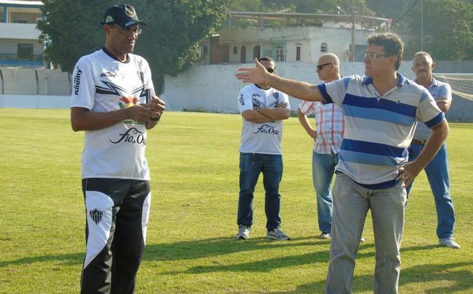 Técnico Luiz Antônio foi apresentado aos jogadores na tarde desta quarta-feira e já comandou o treino (Foto: Wildson Lesqueves/Atlético-ES)