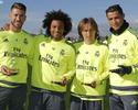 Quarteto do Real presente na seleção de 2015 exibe troféus antes de treino