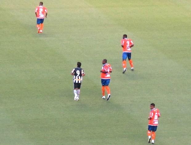 Henrique no jogo do Botafogo (Foto: Thales Soares )