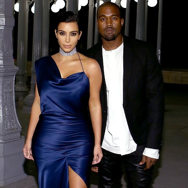 A socialite Kim Kardashian conheceu o rapper Kanye West em 2004, quando era casada com seu primeiro marido, o produtor musical Damon Thomas. A estrela do reality show 'Keeping Up with the Kardashians' começou a namorar Kanye em abril de 2012. A filha deles, North West, nasceu em 15 de junho de 2013 e, quase um ano depois, em 24 de maio de 2014, Kim e Kanye se casaram em Florença, na Itália. (Foto: Getty Images)