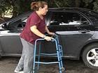 Polícia recupera aparelho roubado e deficiente física comemora: 'alívio'
