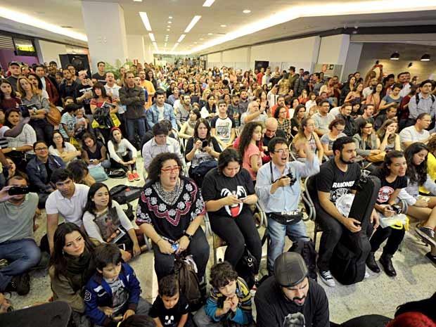 """Público durante show de lançamento do livro """"Dado Villa-Lobos - memórias de um legionário"""" (Foto: André Zímmerer/Divulgação)"""