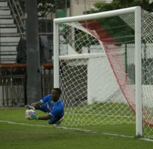 Goleiro Luiz Felipe pegando pênalti (Foto: Reprodução Facebook)