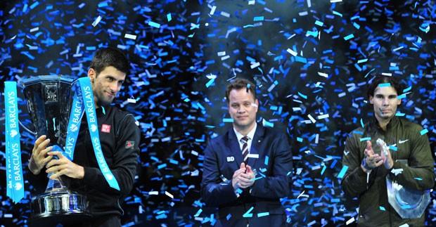 Djokovic e Nadal troféu ATP Finals (Foto: AFP)