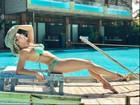 Karina Bacchi posa de biquíni e mostra boa forma aos 40 anos