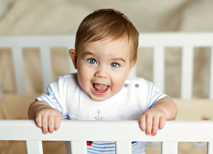 Quando o bebê fica em pé, o cuidado deve ser redobrado (Foto: Divulgação)