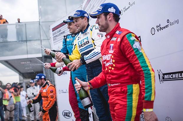 Pódio Porsche Cup corrida extra (Foto: Divulgação/Victor Eleuterio )