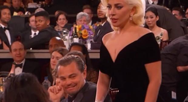Lady Gaga e Leonardo DiCaprio no Globo de Ouro (Foto: Reprodução)