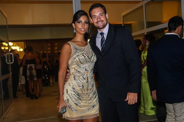 Ex-BBB Alexandre Scaquette com a namorada (Foto: Manuela Scarpa/ Foto Rio News)