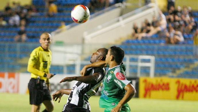 Após sofrer empate, Alvinegro reagiu rapidamente e conseguiu gol da vitória (Foto: José Leomar/ Agência Diário)
