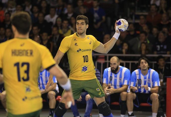 Brasil e Argentina pela semifinal do Pan-Americano Masculino de Handebol (Foto: Cínara Piccolo / Photo&Grafia)