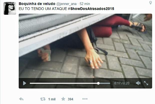 Vídeo mostrando candidatos que chegaram em cima da hora no local de provas vira meme na web (Foto: Reprodução/Twitter)