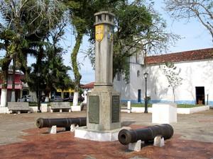 Canhões foram deixados pelos ingleses no Pontal da Trincheira, em Cananeia (Foto: Mariane Rossi/G1)