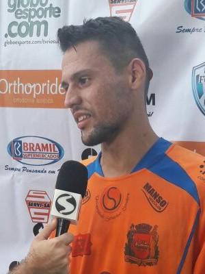 Derlan fez dois e foi o artilheiro da tarde em Rio das Flores (Foto: Divulgação/TV Rio Sul)