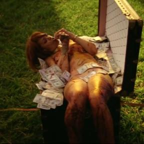 Rihanna em ação no clipe de 'Bitch better have my money' (Foto: Instagram/ Reprodução)