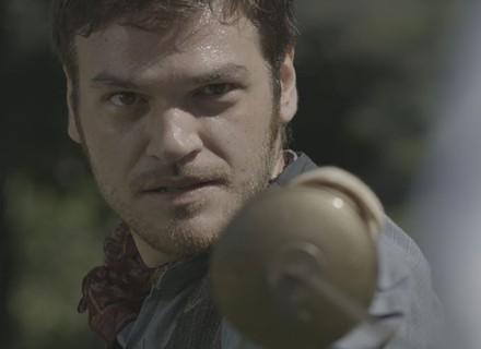 Pedro ameaça Anita com espada