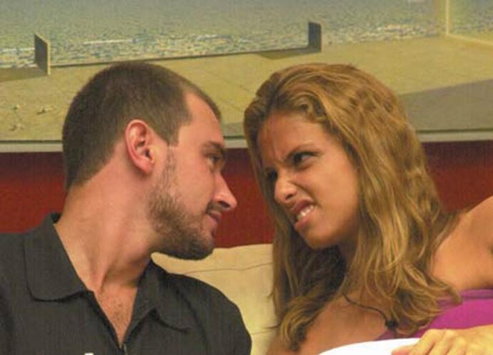 Thyrso e Manuela levaram o romance do BBB2 para fora da casa. Após um tempo morando juntos, eles se separaram (Foto: TV Globo)