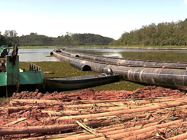 Sabesp executa obra de interligação dos sistemas Rio Grande e Alto Tietê, na Grande São Paulo (Foto: Reprodução GloboNews)