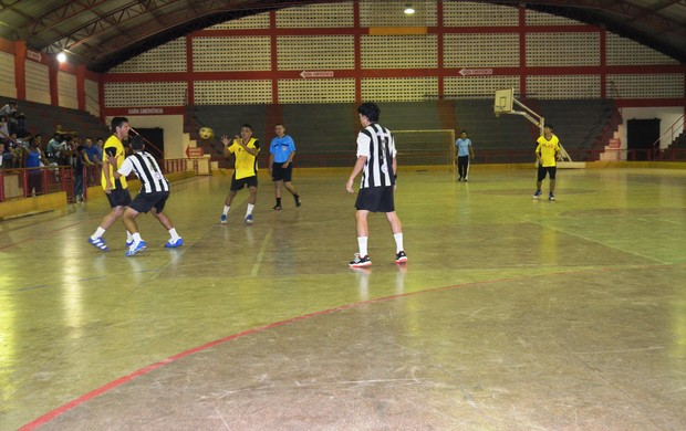 Copa Amapá FM de Handebol 2013, lance de jogo (Foto: Wellington Costa/GE-AP)